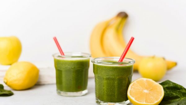 Spinach Banana Smoothie with Peanut Butter
